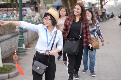 so cute guide in hanoi city tour