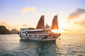 Halong 2 days 1 night on royal palace cruise